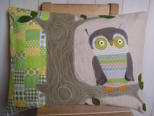 Googly owl - linen pillow