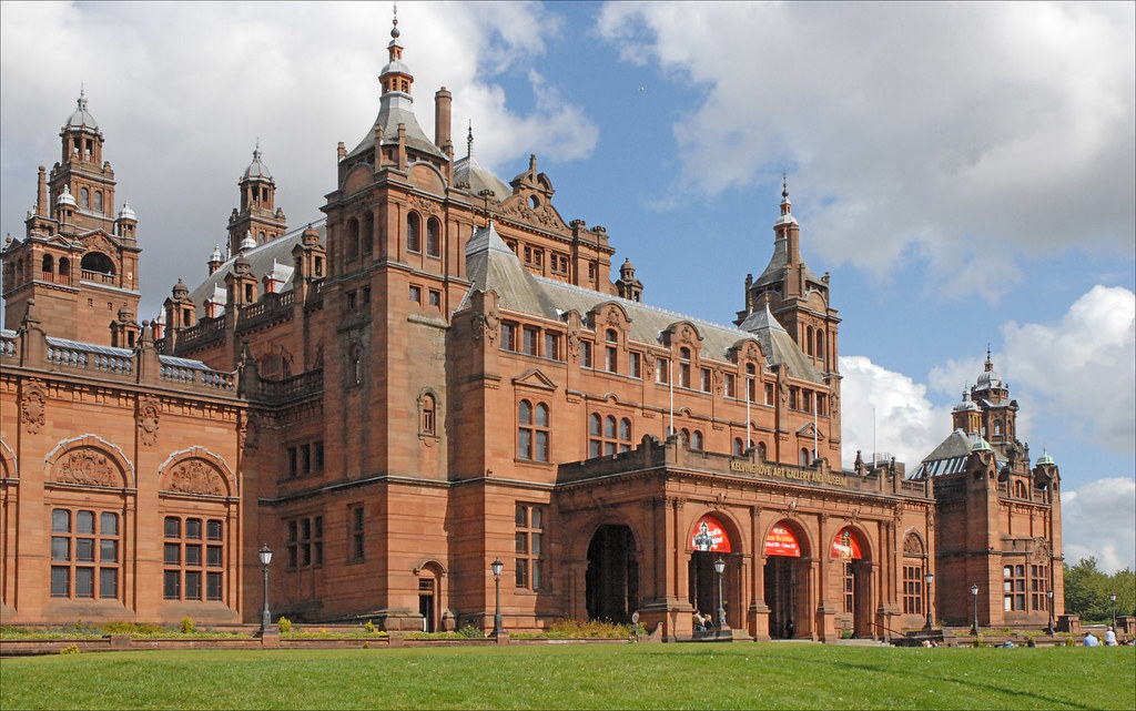 Façade du Kelvingrove Art Gallery and Museum à Glasgow - Photo de Jean-Pierre Dalbéra