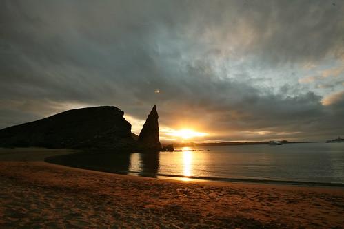 travel sunset sky praia water playa galapagos isla ilha pinnaclerock galápagos bartholomewisland thiswasmyfavoriteforsealions