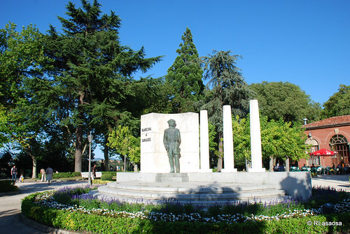 Pamplona - Monumento a Sarasate by Rufino Lasaosa