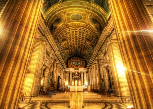 hdr high dynamic range photography stuck customs stuckincustoms trey ratcliff nikon d2xs november 2007 color indoor religious church cathedral world travel western europe france paris pillars god basilique du sacrécœur sacré cœur basilica sacre coeur sacred herat roman catholic butte hill motmarte seine îledefrance île ile région parisienne gold altar ornate top100 architecture religion worship photograph marble stone