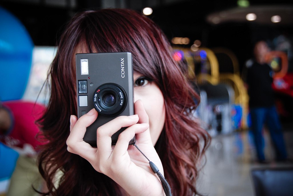 girl with camera: contax t3