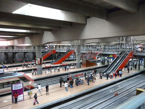 Renfe baja un 11% el precio del AVE y sube el 1,9% el de los trenes 'sociales' 3559924366 ec6716f4bd
