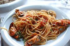 linguine(0.0), pici(0.0), scampi(0.0), spaghetti alle vongole(1.0), fried noodles(1.0), lo mein(1.0), spaghetti alla puttanesca(1.0), bucatini(1.0), spaghetti(1.0), seafood(1.0), pasta(1.0), clam sauce(1.0), spaghetti aglio e olio(1.0), naporitan(1.0), produce(1.0), food(1.0), dish(1.0), carbonara(1.0), cuisine(1.0), chow mein(1.0),