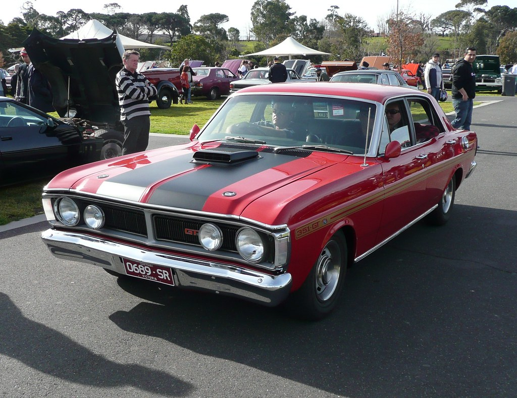70 71 ford falcon xy gt looks like a zoomin family car cars i love pinterest ford falcon falcons and ford