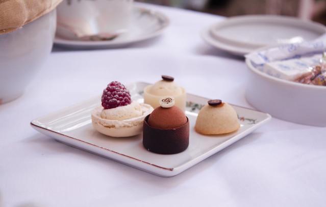 Tea time & pastries
