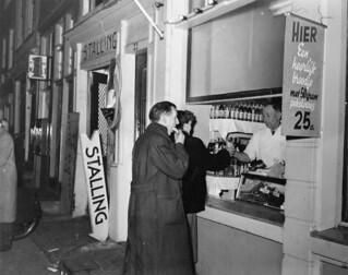 04-21-1955_13243 Broodjeszaak