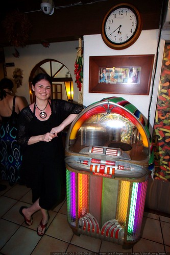 jukebox   cocktail party    MG 1907