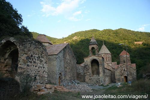 Estrada montanha em Jamili e Dadivank no Nagorno Karabakh