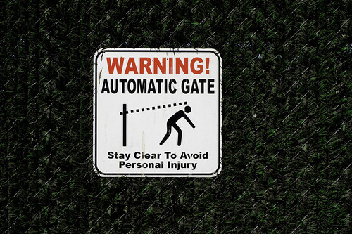 WARNING! AUTOMATIC GATE