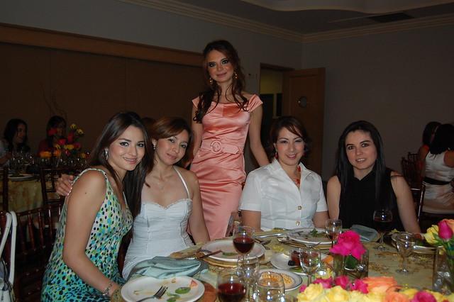 La festejada con Pamela Orta, Patty Orta, María Fernanda Gómez de