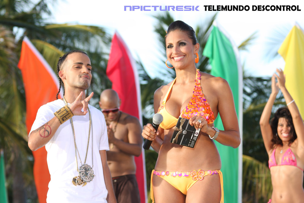 Telemundo Descontrol | Telemundo Descontrol TV Show behind S… | N
