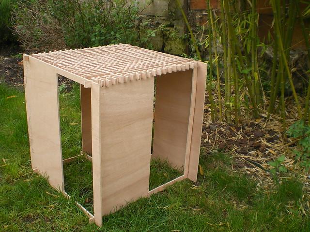 a partir d 39 un metre carr de contreplaqu construire une assise sans colle ni clous assemblage. Black Bedroom Furniture Sets. Home Design Ideas