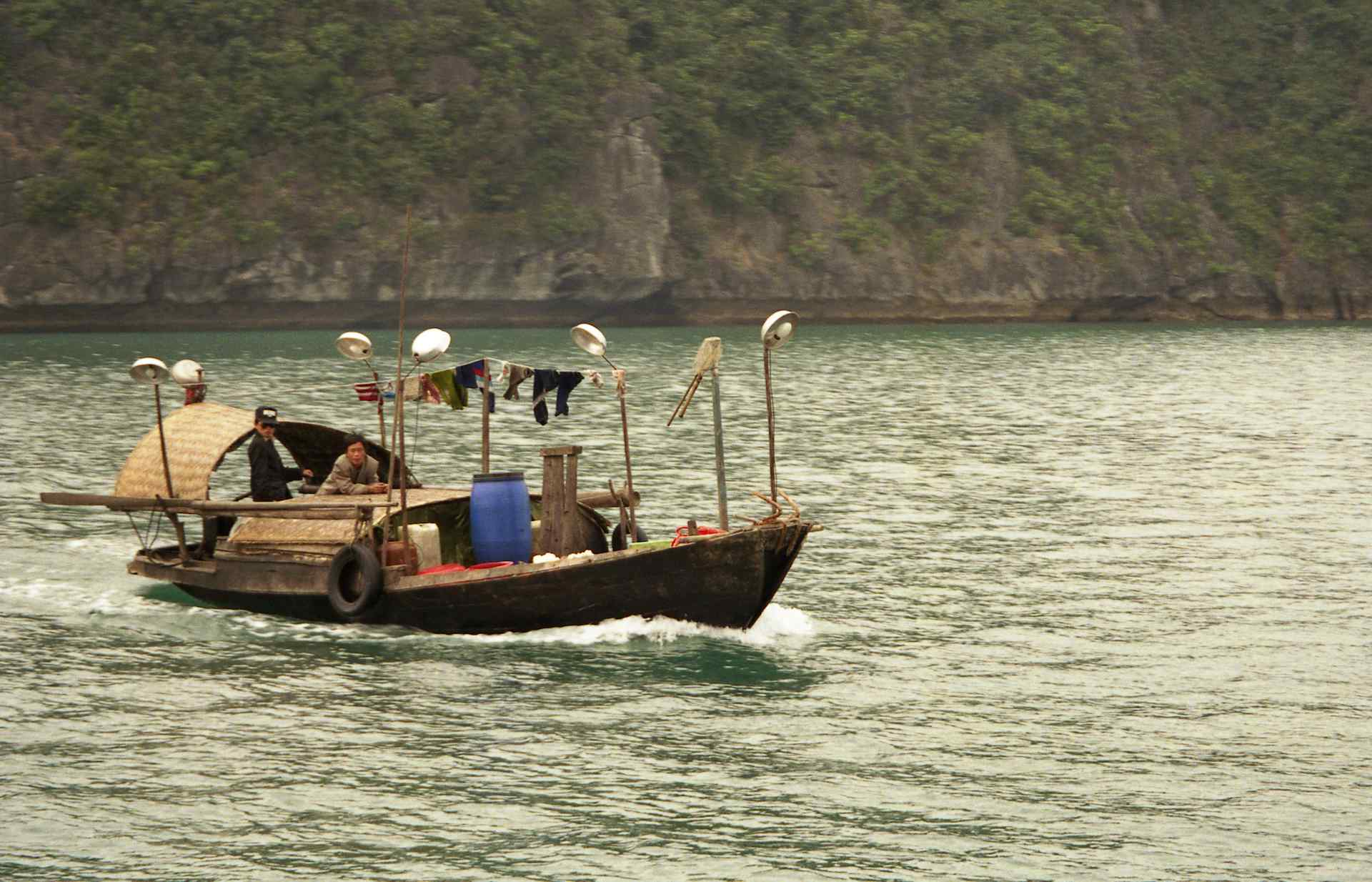 Fishing boat with lights halong bay vietnam fishing for Fishing boat lights
