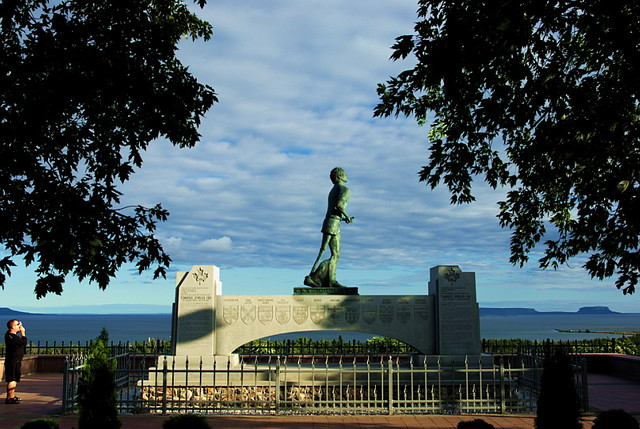 Terry Fox monument by CC user annrkiszt on Flickr