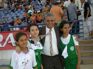 Sana et ses copines avec le champion olympique tunisien Mohammed (Mohamed) Gammoudi