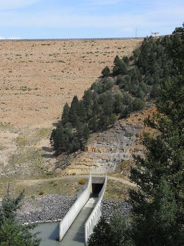 geotagged dam spillway geo:lat=3666120667 geo:lon=10670526433