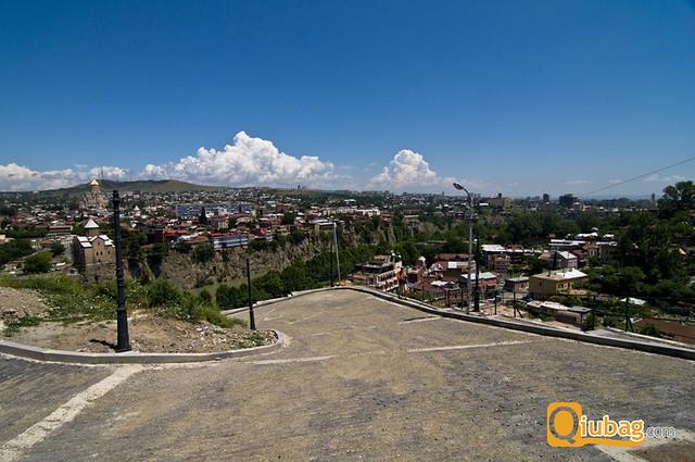 Ciekawe ujęcie panoramy Tbilisi