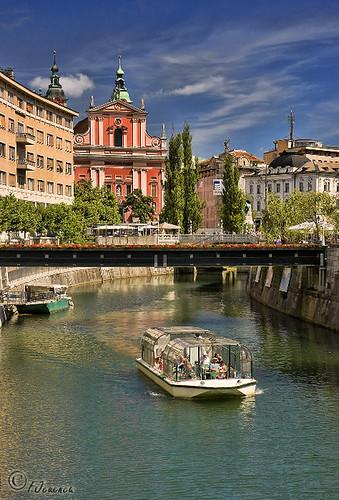 rio river boat barco ljubljana slovenija eslovenia ljubljanica lublijana liubliana canoneos40d fjcuenca tamron18270 slobenia slovėnėjuo