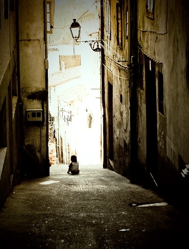 Sola en la calle - Alone in the street