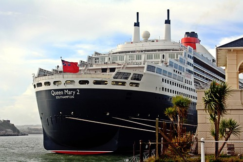 Queen Mary 2, alongside in Cobh (7)