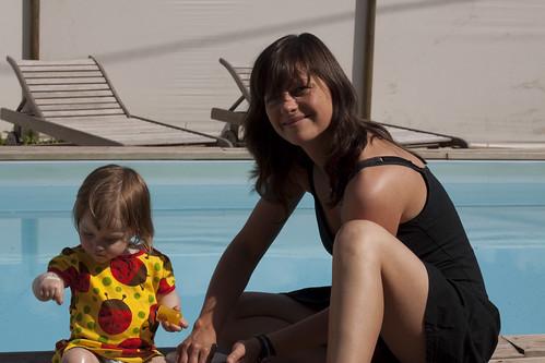 Twee meisjes aan het bad