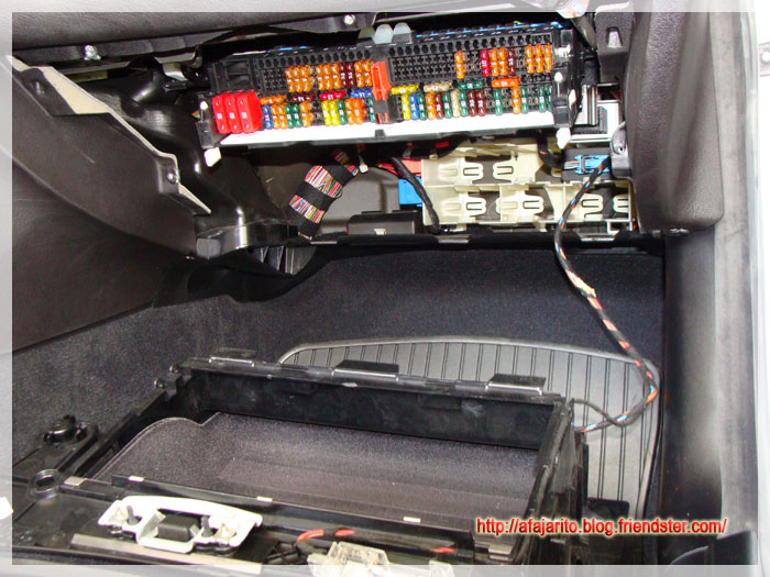 diy blog hardwiring v1 and v1 concealed display to a bmw. Black Bedroom Furniture Sets. Home Design Ideas