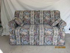 recliner(0.0), bed sheet(0.0), chair(0.0), furniture(1.0), loveseat(1.0), couch(1.0), studio couch(1.0),
