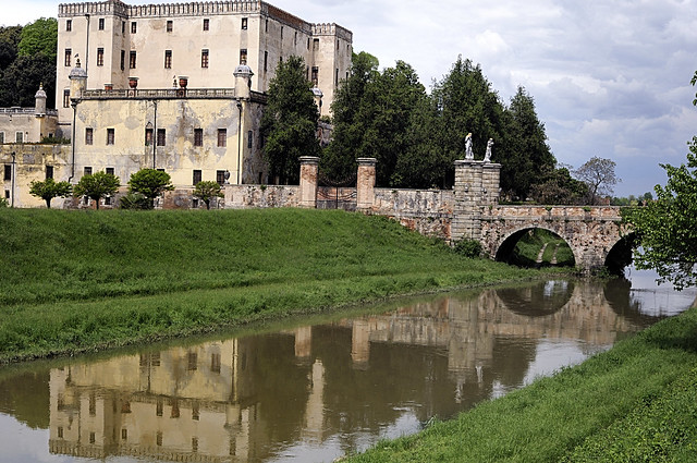 on the way in Veneto: Castello del Catajo