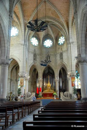 Biarritz - Iglesia de Sainte Eugenie by Rufino Lasaosa