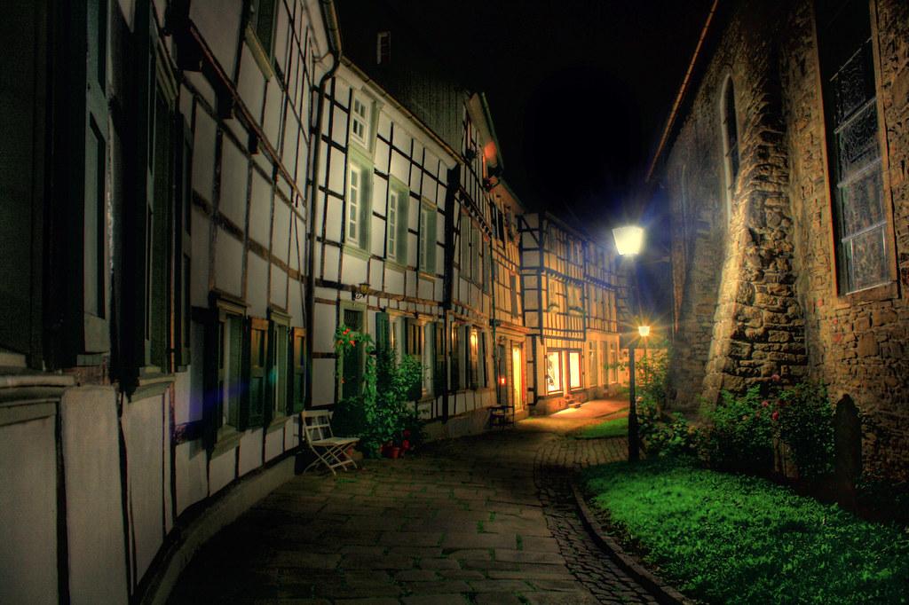 старый город брусчатка фонарь лестница  № 3968461 бесплатно