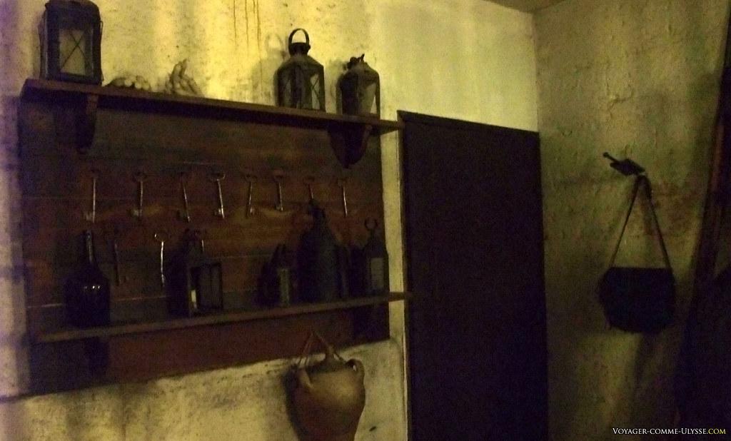 Les clés de la prison. L'endroit est très sombre, ce qui explique la piètre qualité de la photo