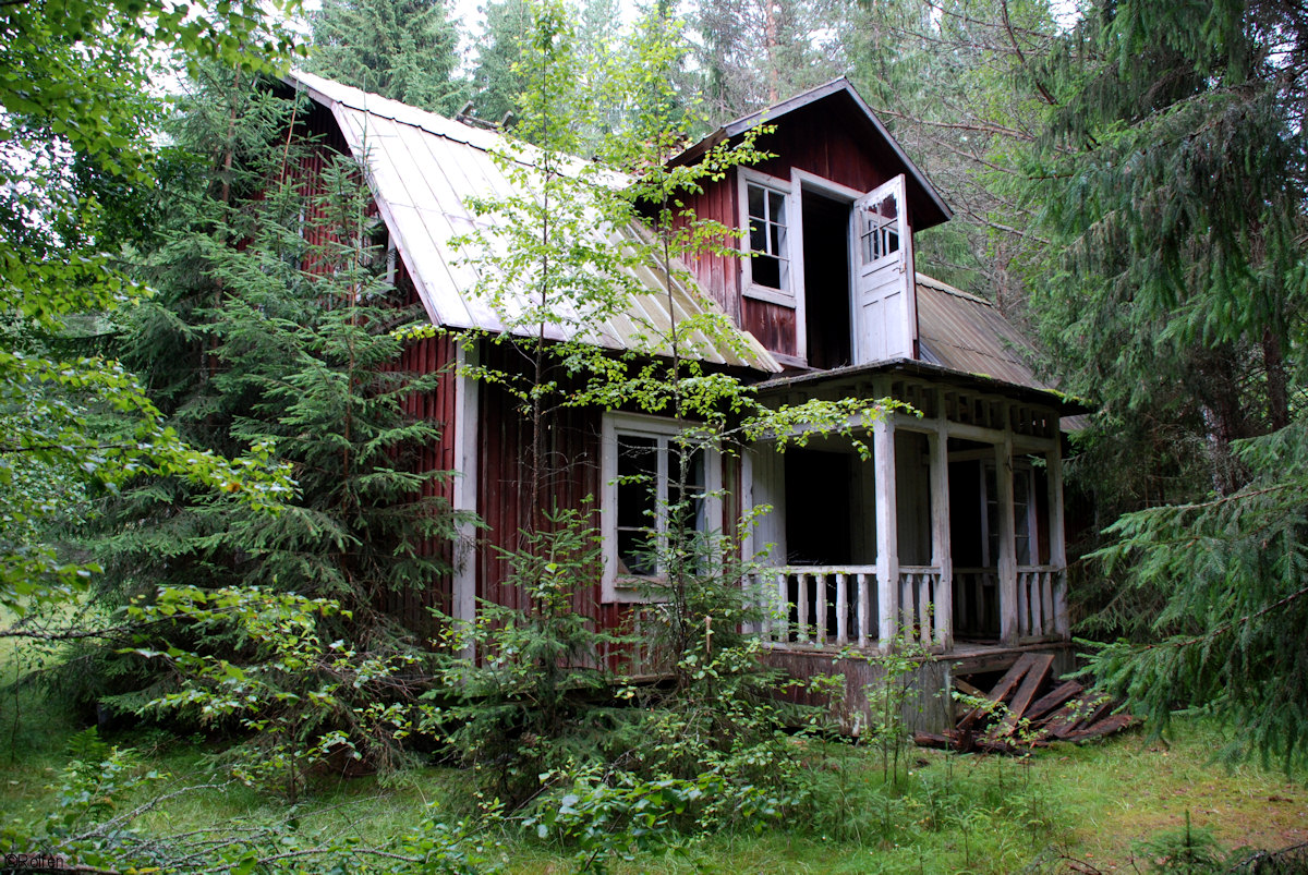 Abandoned cabin in the woods v rmland sweden 1200x803 for Texas cabins in the woods