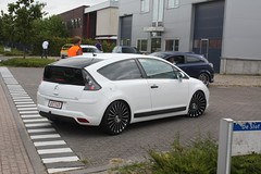 race car(0.0), sedan(0.0), automobile(1.0), automotive exterior(1.0), wheel(1.0), vehicle(1.0), citroã«n c4(1.0), compact car(1.0), land vehicle(1.0), hatchback(1.0),
