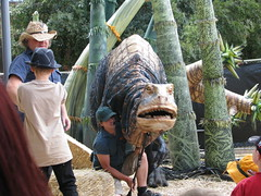 chainsaw carving, people, temple, sculpture, statue,