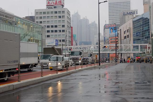 煩悩 [機材沼] : 新宿の朝(10)