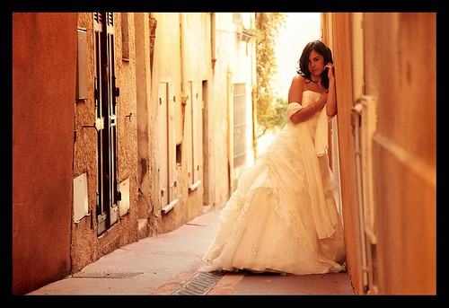 MARIAGE / WEDDING : Virginie, Posing in the Street ! :o)