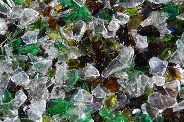 Does Broken Glass Go In Recycle Bin