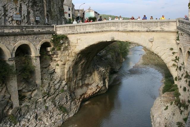 Pont romain de vaison la romaine d partement du vaucluse - Office du tourisme de vaison la romaine ...