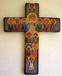 crucifijo de madera tallada de los artistas Leyda y Aldrin Velandria