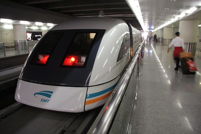 train shanghai maglev train china 2 of 2 the shanghai maglev train