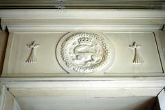 Linteau de porte du musée du Château de Dourdan