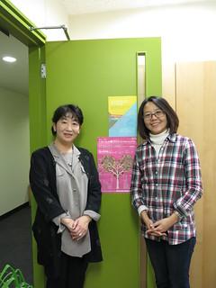 鳥越惠子教授(圖左)與我,攝影:范欽慧。