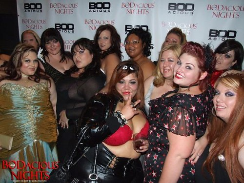 Resultado de imagen de gorditas en la discoteca