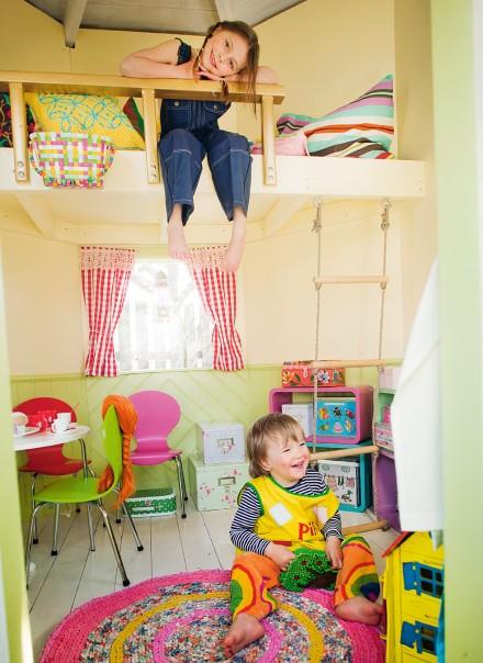 Una casita para ni os en el jardin decoraci n hogar for Decoracion jardin ninos