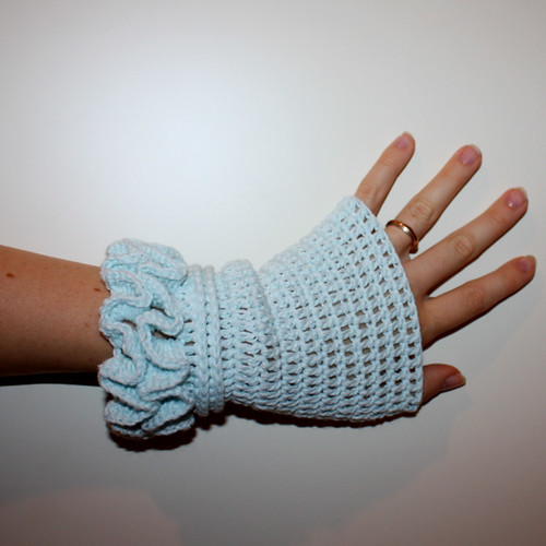How to Crochet Fitted Hand Warmers: 22 steps (with pictures) - wikiHow