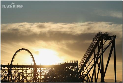 sunset summer sky sun horizon rides rollercoaster sixflags goliath vomit dejavu colusus upandtown