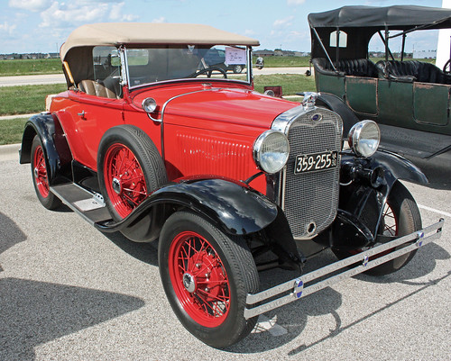 1930 Ford Model A Deluxe Roadster (2 of 7)
