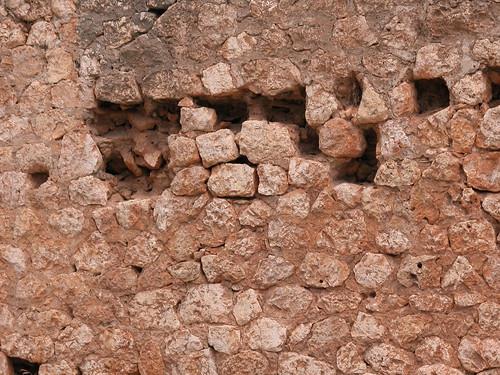 Mur surplombant le gouffre, détail