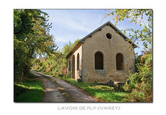 Lavoir in Fly (F)